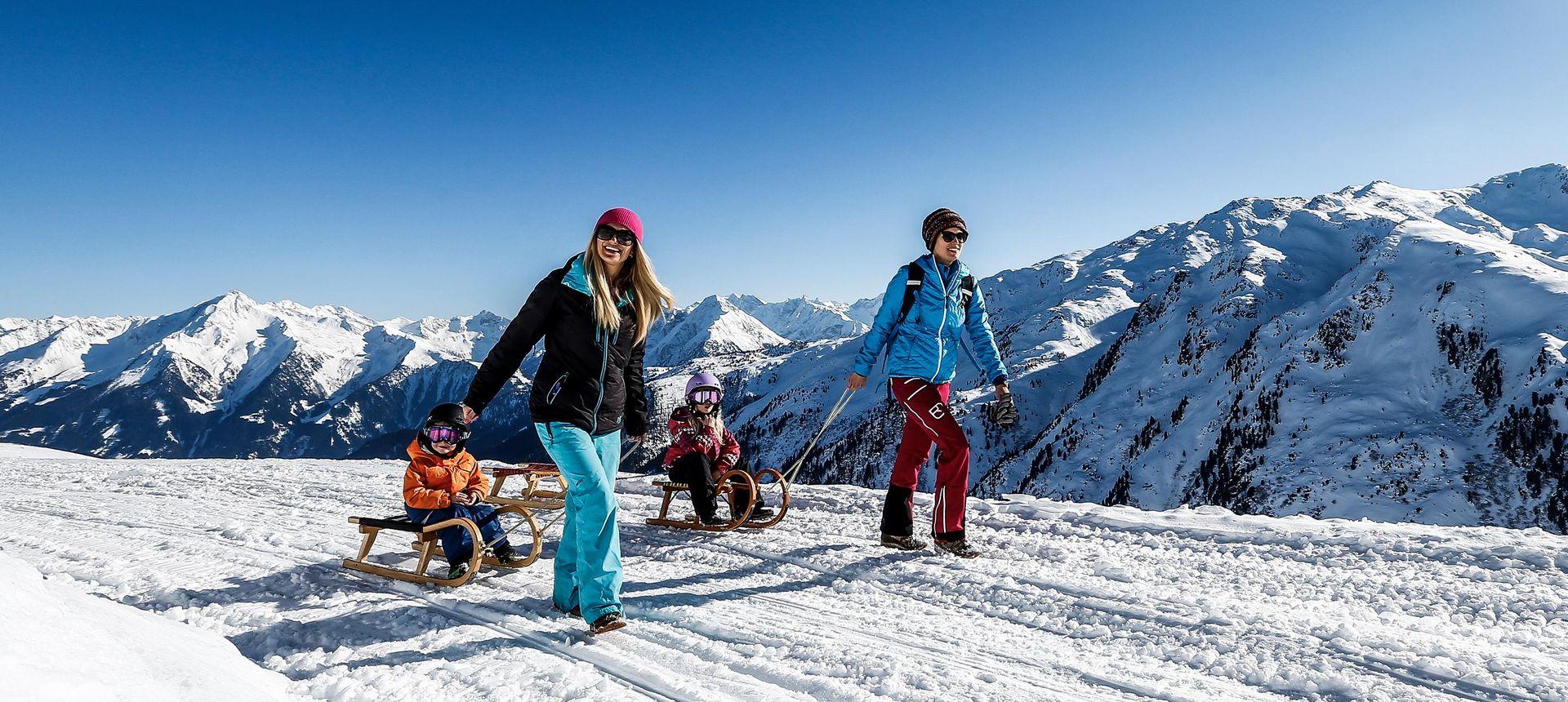 Archiv TVB Mayrhofen-Hippach: Rodeln mit der ganzen Familie ©Dominic Ebenbichler
