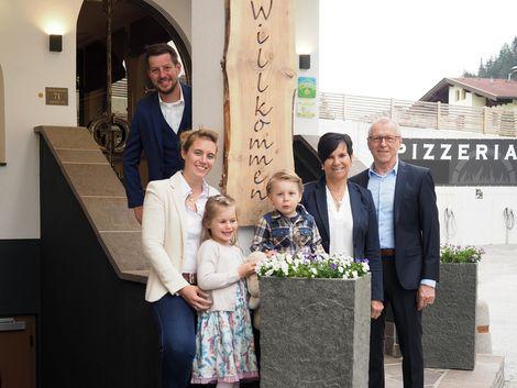 Eure Gastgeber - Familie Gredler ©Aparthotel Dorfplatzl